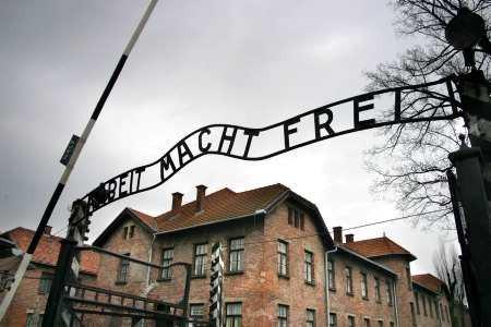 Brama-obozu-koncentracyjnego-w-Auschwitz