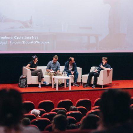 """(Polski) Docs Against Gravity. Rozmowa o kryzysie i prezentacja """"Ulicy Antakia"""""""